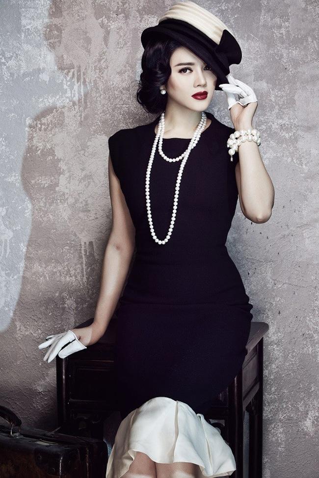 Cô thường xuyên xuất hiện với những chiếc váy có giá tiền tỷ.