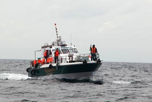 Phó Thủ tướng: Khẩn cấp tìm kiếm 8 thuyền viên mất tích - 1