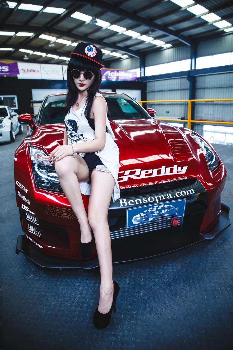 """Ngắm siêu mẫu khoe sắc bên xe sang  Mỹ nữ vạn người mê tạo dáng bên xe  Dàn chân dài xinh đẹp tại MotoGP  Những chân dài sở hữu  """" núi đôi """"  căng tròn nhất làng xe  Bộ ảnh chân dài rạng rỡ bên Lamborghini"""