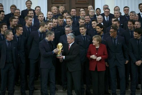 Tuyển Đức lên phim trước cuộc so tài với Tây Ban Nha - 2