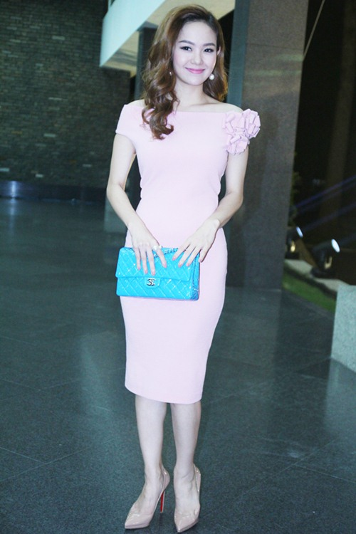Hoa hậu Thu Thảo mong manh tựa thiên thần - 11