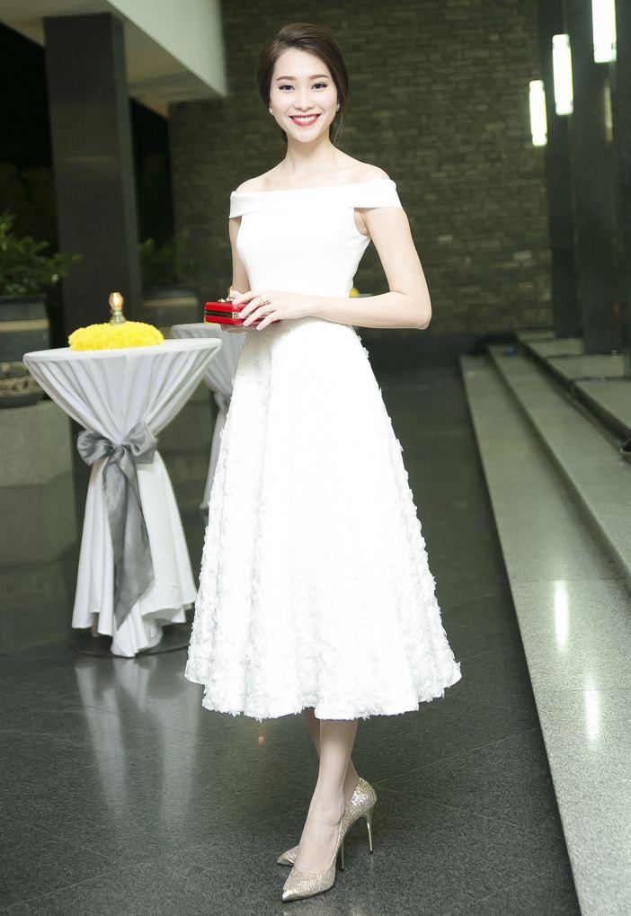 Hoa hậu Thu Thảo mong manh tựa thiên thần - 2