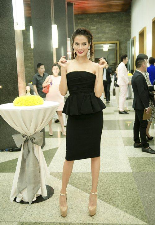Hoa hậu Thu Thảo mong manh tựa thiên thần - 10