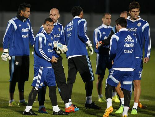 """Trở lại đội tuyển, Tevez lên tiếng """"nịnh"""" Messi - 4"""
