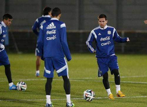 """Trở lại đội tuyển, Tevez lên tiếng """"nịnh"""" Messi - 3"""