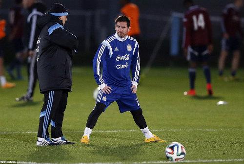 """Trở lại đội tuyển, Tevez lên tiếng """"nịnh"""" Messi - 5"""