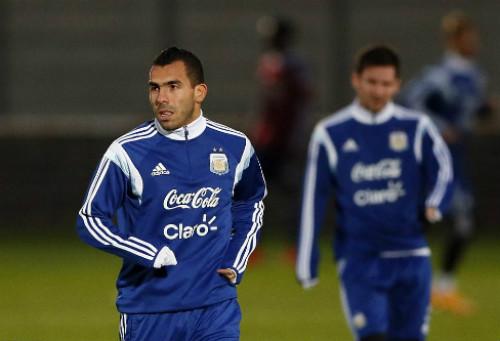 """Trở lại đội tuyển, Tevez lên tiếng """"nịnh"""" Messi - 1"""
