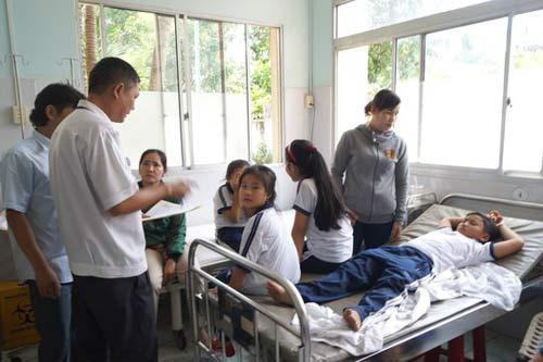 12 học sinh nhập viện sau khi tiêm vắc-xin - 1