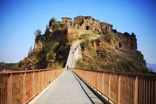 Ghé thăm ngôi làng cổ nằm cheo leo trên vách đá - 4