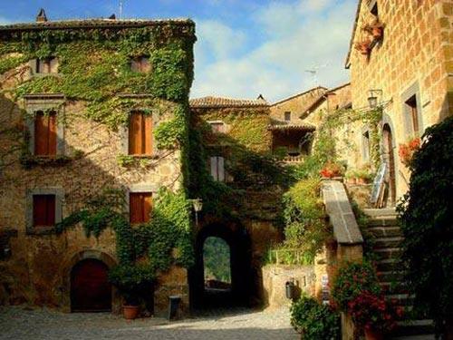 Ghé thăm ngôi làng cổ nằm cheo leo trên vách đá - 2