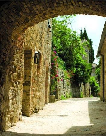 Ghé thăm ngôi làng cổ nằm cheo leo trên vách đá - 7
