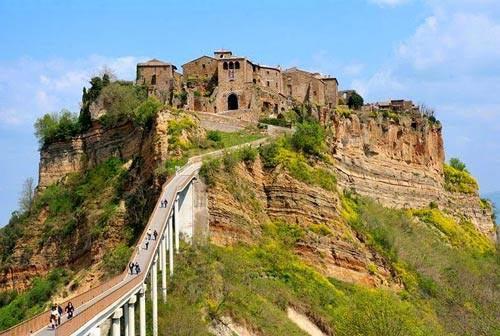 Ghé thăm ngôi làng cổ nằm cheo leo trên vách đá - 3