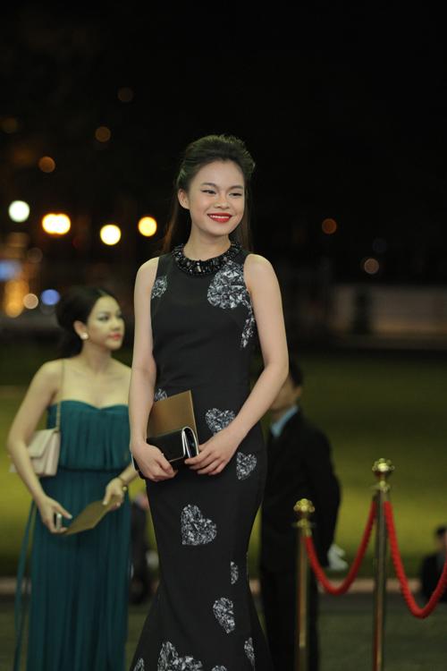 Hoa hậu Thu Thảo mong manh tựa thiên thần - 12