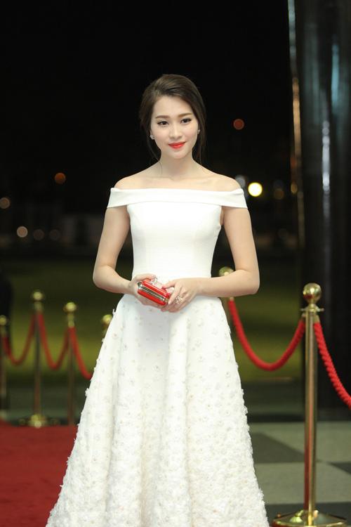 Hoa hậu Thu Thảo mong manh tựa thiên thần - 1