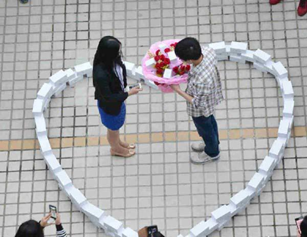 Những kiểu cầu hôn cực sốc tại Trung Quốc - 1