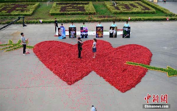Những kiểu cầu hôn cực sốc tại Trung Quốc - 2