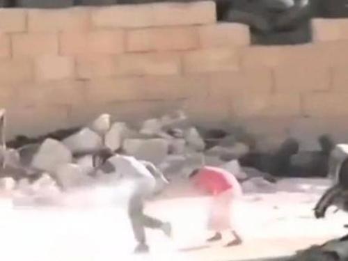 Cậu bé Syria giả chết cứu em trong làn đạn bắn tỉa - 2