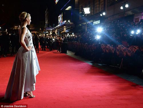 """Jennifer Lawrence đẹp """"hút hồn"""" ra mắt """"Trò chơi sinh tử 3"""" - 5"""