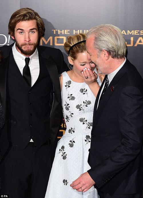 """Jennifer Lawrence đẹp """"hút hồn"""" ra mắt """"Trò chơi sinh tử 3"""" - 12"""