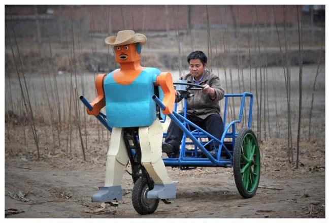 Người nông đan này chế tạo ra robot kéo xe