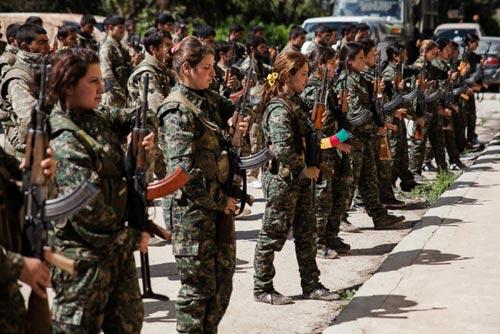 Nữ binh nước ngoài đầu tiên ra trận chống IS - 1