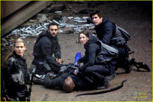 """""""Hunger Games 3"""" chưa ra rạp đã mừng trúng lớn - 4"""