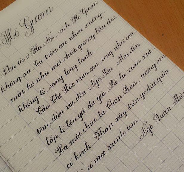 Thầy giáo 9x viết chữ đẹp như in