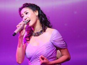 Hà Kiều Anh khoe giọng hát, gây quỹ giúp Duy Nhân