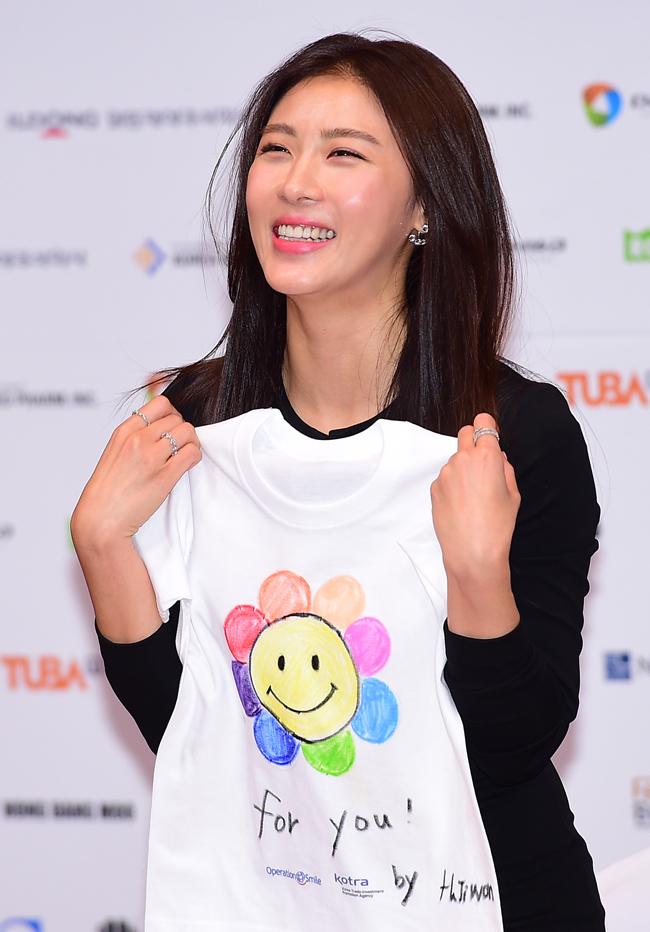 Làn da mịn màng, tươi trẻ hơn tuổi thật của Ha Ji Won ...