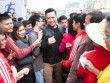 Tuấn Hưng bị fan sinh viên vây kín