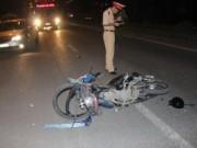 Xe máy đối đầu trong đêm, cô gái trẻ tử vong