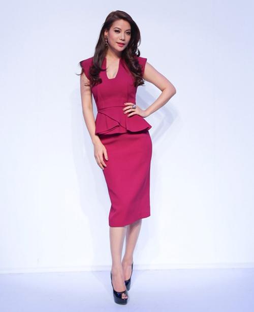 """""""Toát mồ hôi"""" vì giá váy áo siêu đắt đỏ của sao Việt - 3"""