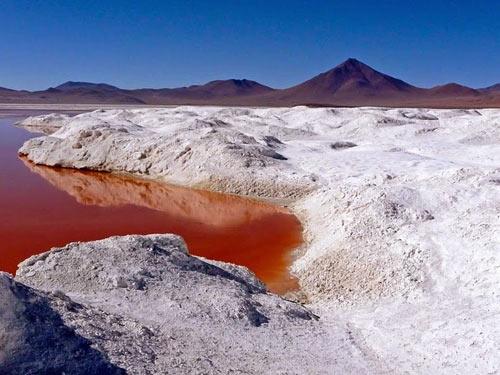 Ấn tượng hồ nước đỏ có một không hai thế giới - 9