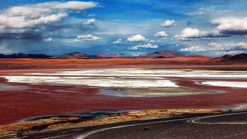 Ấn tượng hồ nước đỏ có một không hai thế giới - 1