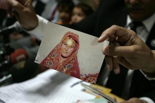 Pakistan: Tử hình bố ném đá con gái đến chết - 1