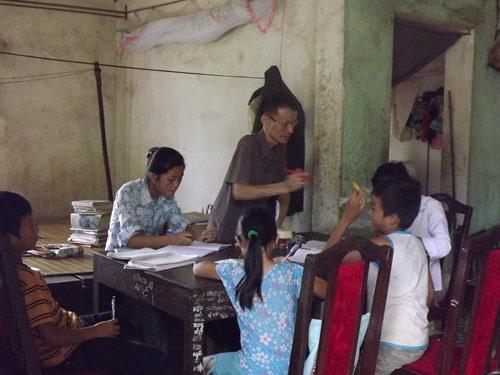 Người thầy tật nguyền dạy ngoại ngữ cho trẻ vùng cao - 1