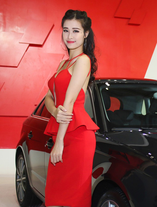 Thanh Hằng gây chú ý với váy lưới xuyên thấu - 7