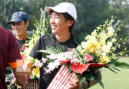 """Niềm vui ngày 20/11 & áp lực """"ngàn cân"""" của HLV Miura - 1"""