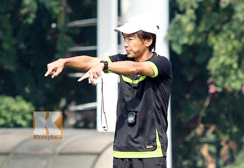 """Niềm vui ngày 20/11 & áp lực """"ngàn cân"""" của HLV Miura - 7"""