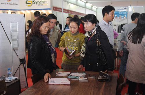 Sản phẩm nội thất hút khách tham quan tại VietBuild - 2