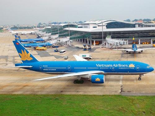 Sân bay Tân Sơn Nhất ngưng trệ vì đài không lưu mất điện - 1
