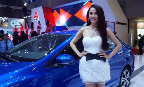 Mỹ nhân 'thiêu cháy' Triển lãm ô tô Việt Nam - 2