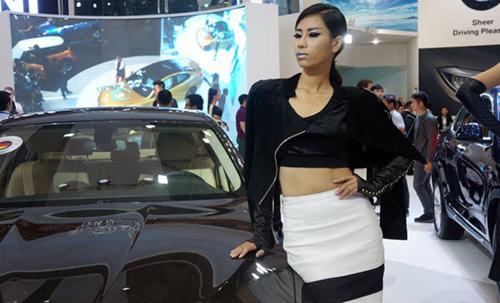 Mỹ nhân 'thiêu cháy' Triển lãm ô tô Việt Nam - 14