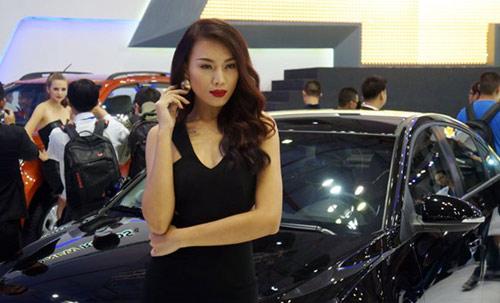 Mỹ nhân 'thiêu cháy' Triển lãm ô tô Việt Nam - 15