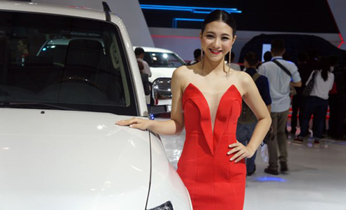 Mỹ nhân 'thiêu cháy' Triển lãm ô tô Việt Nam - 7