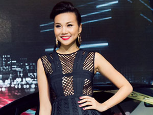 Thanh Hằng gây chú ý với váy lưới xuyên thấu