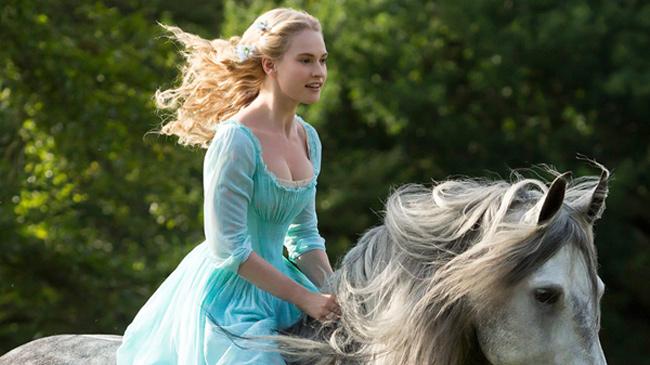 Lily James trở thành nàng Lọ Lem trong thước phim hiện đại của Cinderella do hãng Disney sản xuất.