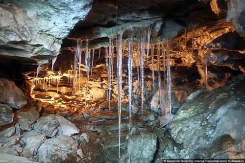 """Những viên """"kim cương"""" khổng lồ trong hang động ở Nga - 3"""