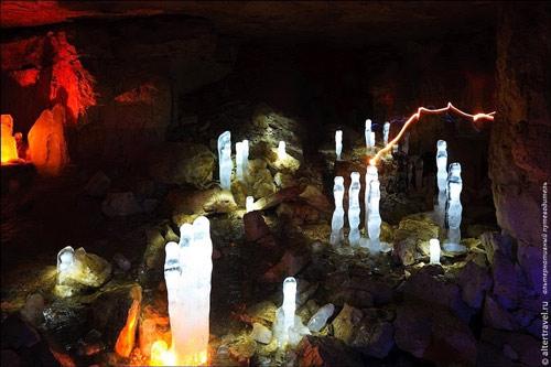 """Những viên """"kim cương"""" khổng lồ trong hang động ở Nga - 6"""