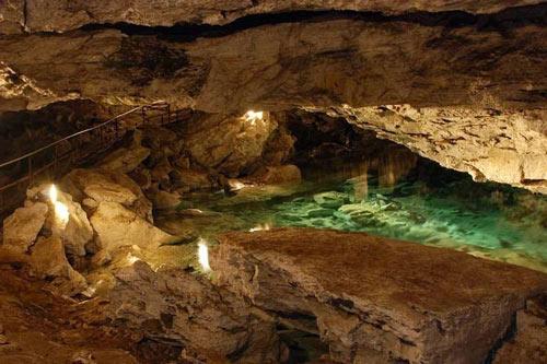 """Những viên """"kim cương"""" khổng lồ trong hang động ở Nga - 7"""